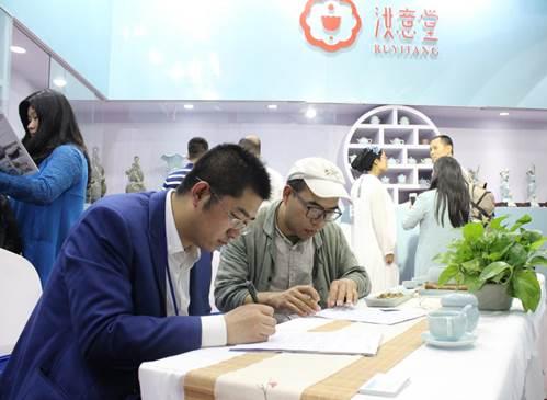 第十二届中国(河南)投洽会 豫满全球成绩丰硕 非洲模特活力吸睛5